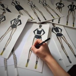Absolvent design vestimentar si croitorie
